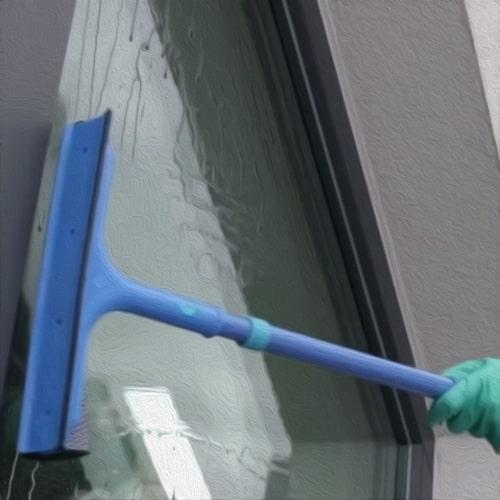 грубая очистка окна от основной грязи